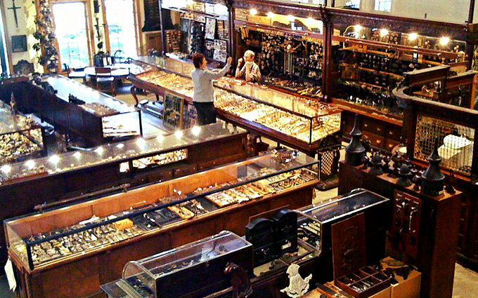 We know where to find the Vintage Hardware you want